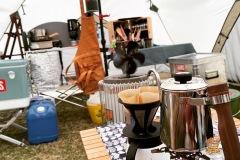 テント内でコーヒー