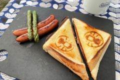 コールマンのホットサンドイッチメーカーで朝食