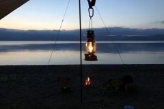 屈斜路湖とオイルランタン